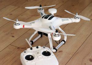 quadrocopter-1033642_640